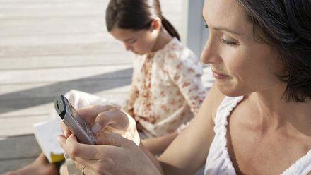 Телефоны у родителей портят семейные отношения, – ученые