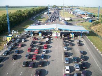 Граница Украины с Польшей – это бумажки из 90-х, беготня между будками, грязь и баулы