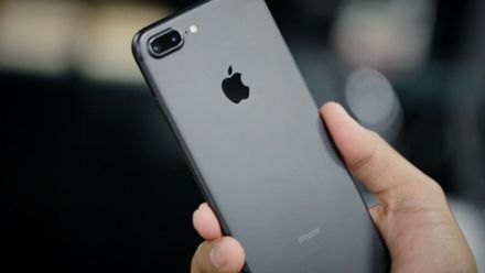 У женщины во время сна взорвался iPhone 7: смартфон расплавился