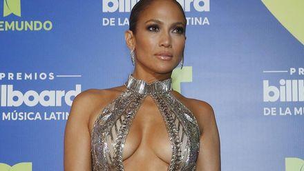 Дженніфер Лопес вразила відвертою сукнею на престижній премії: фото