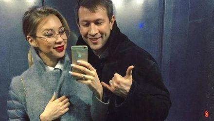 Дмитро Ступка забрав дружину та доньку із пологового: з'явилися фото