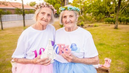 100-річні сестри-близнючки знялись у казковому фотосеті: фото