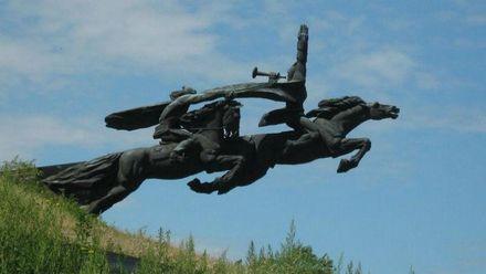 На Львівщині демонтували пам'ятник-символ радянської епохи