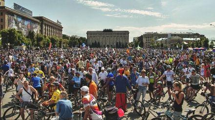 Велодень у Харкові розпочали патріотичним флешмобом