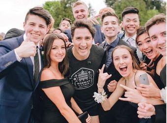 """Привабливий прем'єр Канади несподівано """"увірвався"""" на шкільний випускний"""