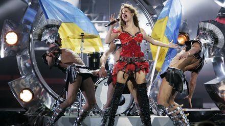 Опальна українська співачка похвалилася підробітком у Росії