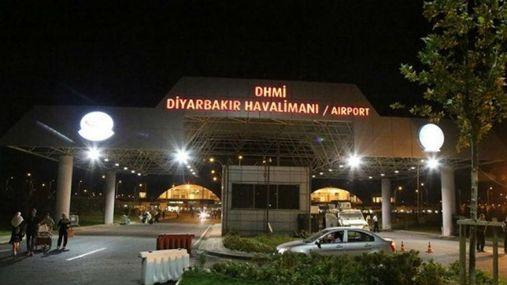 Серія потужних вибухів в Туреччині: невідомі обстріляли із ракет аеропорт
