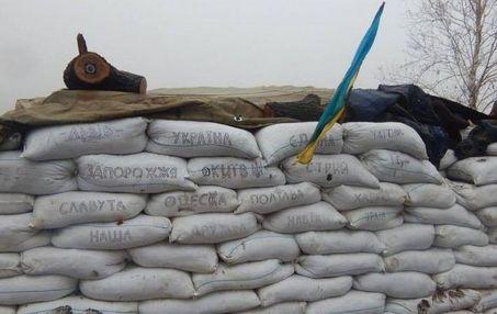 На Житомирщині  люди на колінах прощалися з бійцем АТО