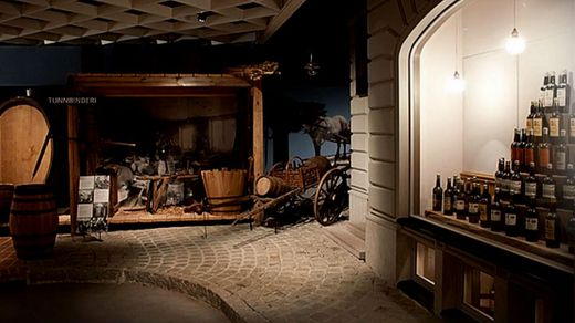 В унікальному музеї у Швеції півтисячі пляшок з різних куточків світу