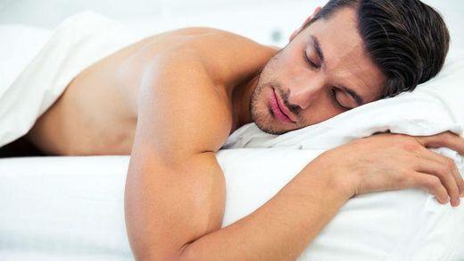 Сон в белье опасен для здоровья мужчин, – исследование