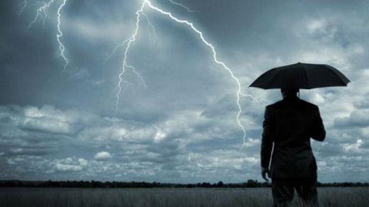 Журналіста вдарила блискавка, коли він розповідав про погоду