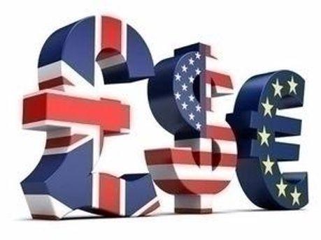 Долар — на місці, євро додав, рубль — аналогічно