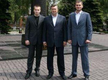Батько Янукович та його сини