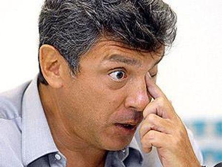На авто Нємцова кинули унітаз