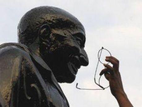 Памятник Махатме Ганди