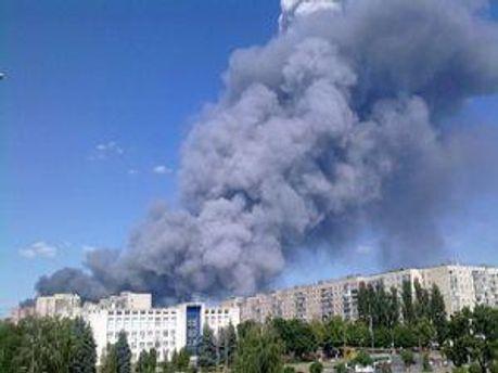 Столб дыма поднялся на 200 метров высотой