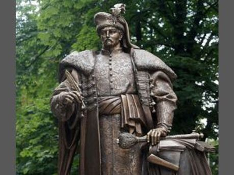 Памятник Пилипу Орлику