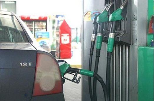 Заправляти бензин будуть тільки за валюту