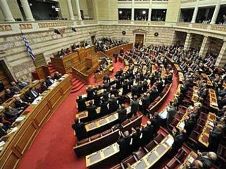 Греческий парламент голосует за государственную экономию