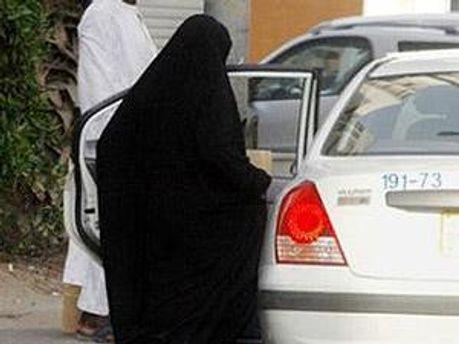 В Саудовской Аравии женщинам запрещают водить машину