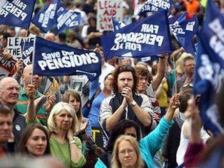 Британцы протестуют