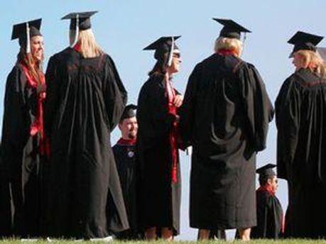 Выпускников в этом году будет меньше