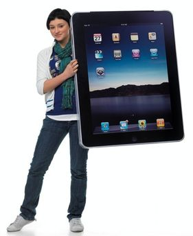 iPad снова в руках женщины!