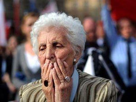 В Украину поровну работающих и пенсионеров