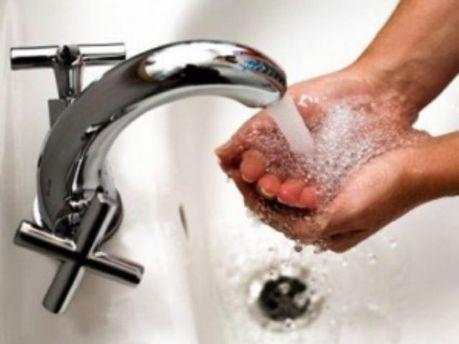 Найдорожча вода в Луганську, Запоріжжі і Чернівцях