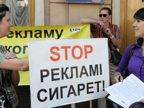 У Кинаха просят Януковича ветировать закон о запрете рекламы сигарет