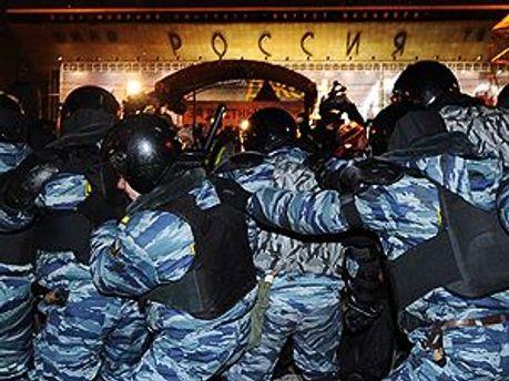 ОМОН снова задерживает оппозиционеров