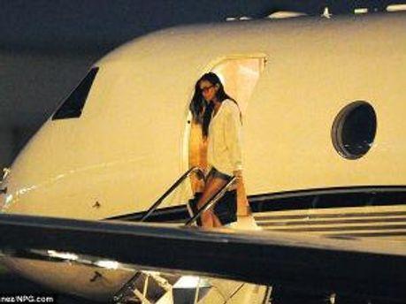 Демі Мур після посадки літака