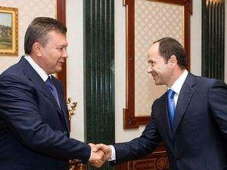 """Партія регіонів та """"Сильна Україна"""" об'єднаються на з'їзді"""
