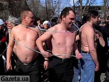 Мужчины разделись, чтобы поддержать Тимошенко