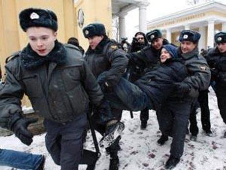 Аресты на Пушкинской площади продолжаются