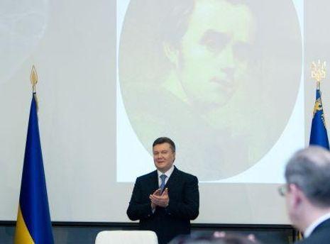 Янукович вшанував пам'ять Шевченка у Каневі