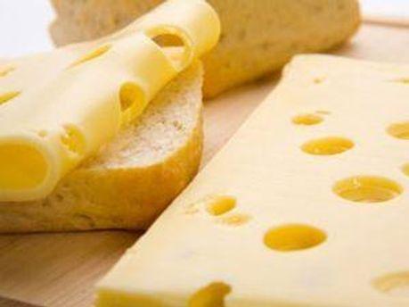 З торгівельних мереж продовжують вилучати український сир