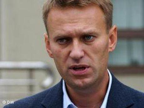 Причина виклику Навальному невідома.
