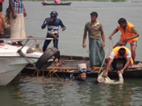 Рятувальні операції поблизу Бангладешу тривають