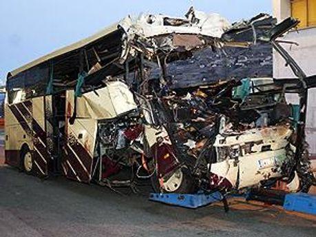 Характер повреждений свидетельствует о высокой скорости в момент аварии