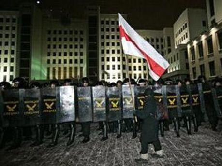 Бойцы ВВ МВД Беларуси на митинге 19 декабря 2010 года
