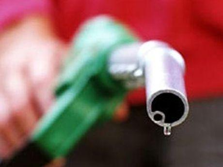 Азарова интересует качество бензина