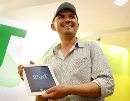 Давид Тарасенко с новым iPad