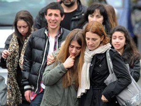 Близкие погибших и пострадавших на месте трагедии