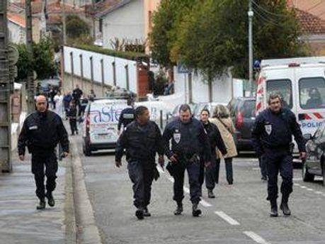 Слідчі та поліцейські на місці трагедії