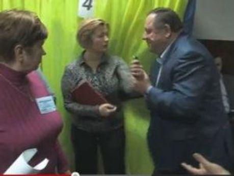 Кадр з відео з виборчої дільниці в Обухові