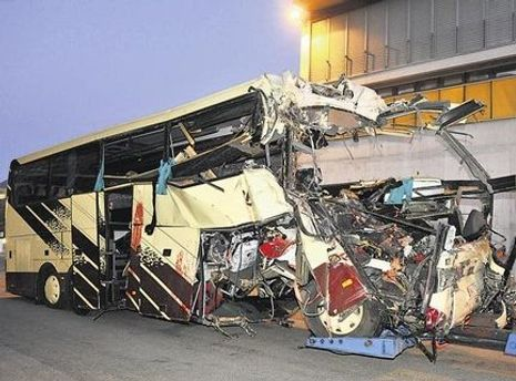 В автобусе находились 52 человека