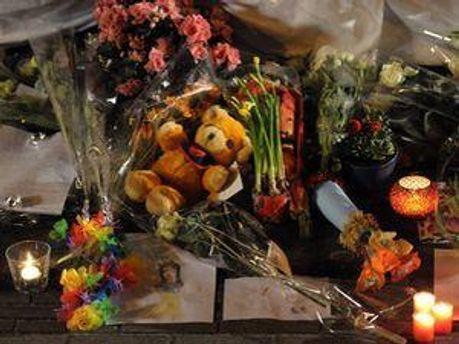Цветы на месте трагедии в Швейцарии