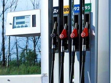 Літр бензину у Франції, Італії вже досягає двох євро