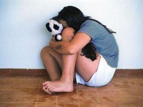 Дівчину зґвалтували п'ятеро чоловіків